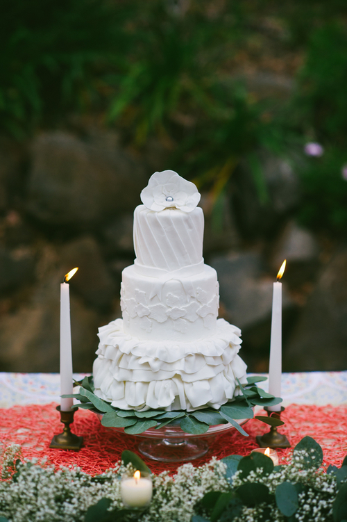 J-DeFiora-Photography-rustic-wedding-shoot-white-cake